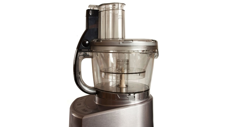comparison between a food processor and magic bullet