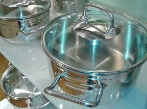 comparing hard anodized and stainless steel cookware
