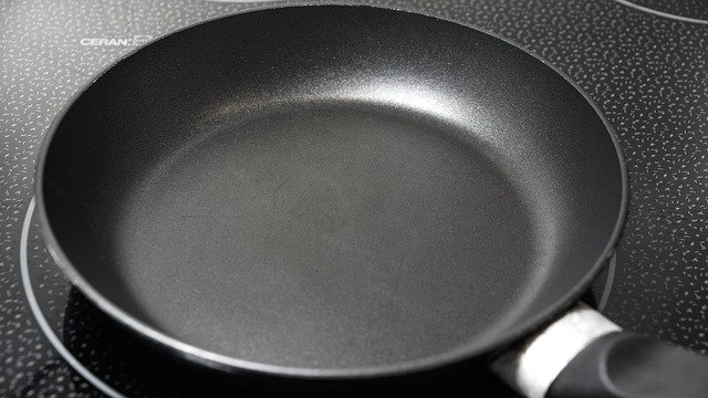 washing skillet pan with vinegar