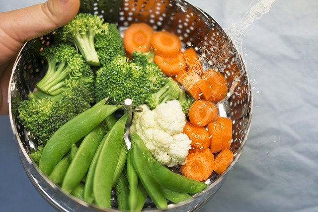 steaming vegetables in a rice cooker